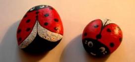 1434717553721 272x125 - آموزش نقاشی روی سنگ به شکل کفش دوزک