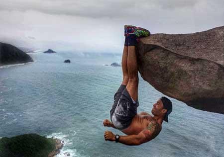 ترسناکترین ورزش دنیا در ارتفاع ۱۰۰۰۰ پایی