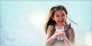 چند لیوان آب در روز برای سلامت بدن ضروری است