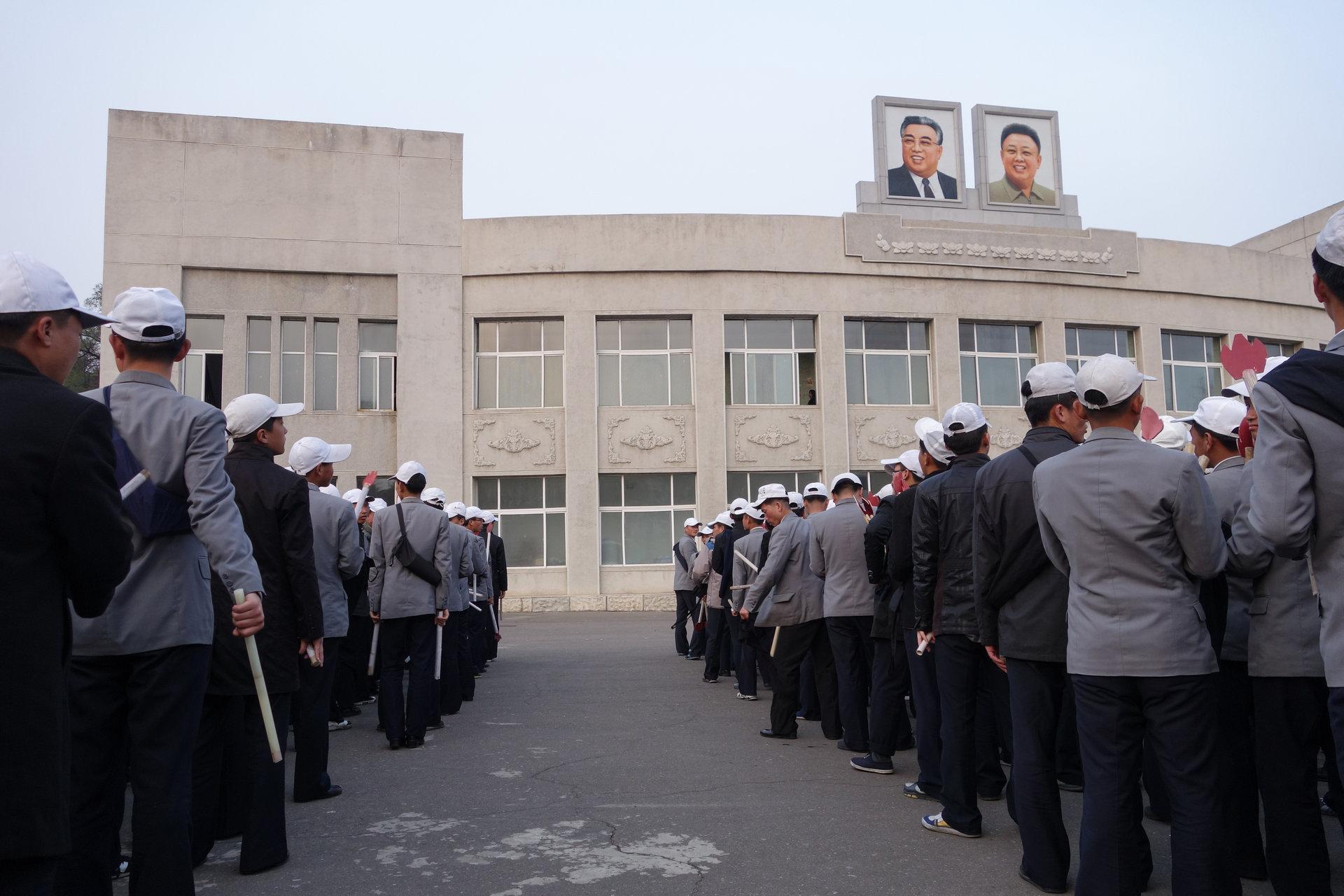 15 4 - تفاوت کره شمالی و کره جنوبی از روی عکس