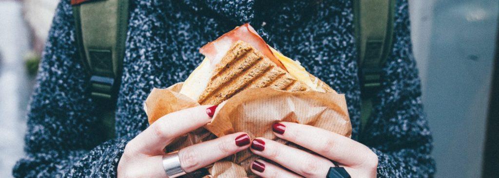 0 18 1024x366 - غذاهایی که نباید قبل از سفر با هواپیما خورد