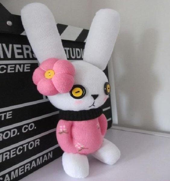 عکس عروسک جورابی خرگوش صورتی