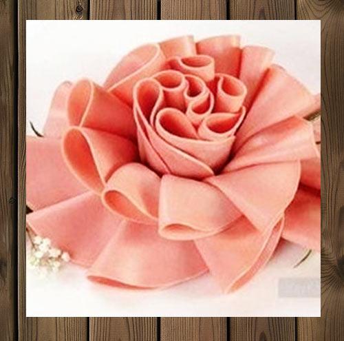 عکس تزیین ورقهای کالباس به شکل گل