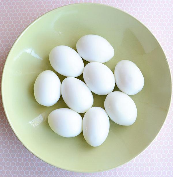 عکس تزیین تخم مرغ پخته