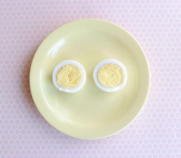عکس تزیین تخم مرغ آب پز