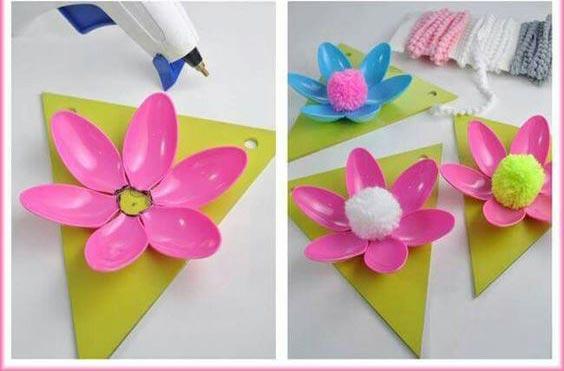 عکس  کاردستی قاب گل با قاشق یکبار مصرف