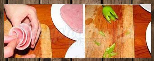عکس تزیین کالباس به شکل گل رز با فلفل سبز