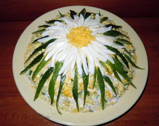 عکس تزیین سالاد الویه مدل گل صد برگ