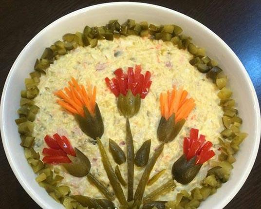 عکس تزیین سالاد الویه با مدل های مختلف گل