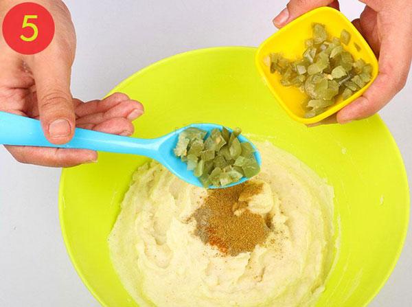 مرحله 5 تهیه توپک پنیری سوخاری