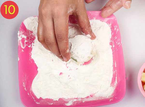مرحله 10 تهیه توپک پنیری سوخاری