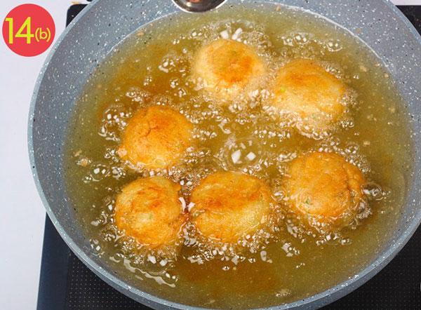 بخش دوم مرحله 14 تهیه توپک پنیری سوخاری