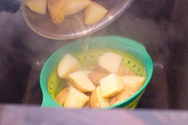 صاف کردن سیب زمینی
