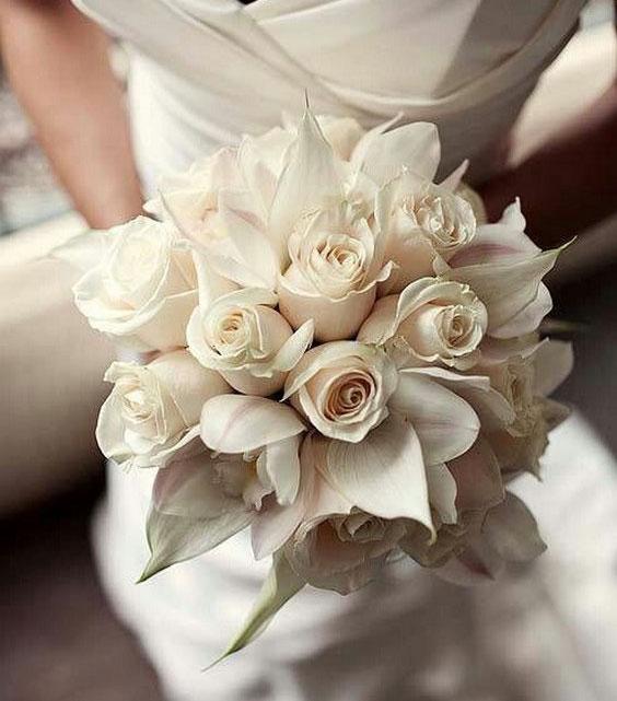 دسته گل عروس با رز سفید و مگنولیا