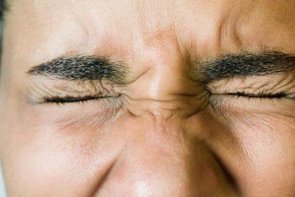 191152 422 - دلیل فعالیت های غیر ارادی بدن مانند پلک زدن چیست
