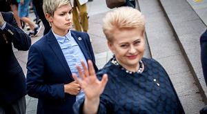898088 463 300x165 - بادیگارد زن رئیس جمهور لیتوانی (+عکس)