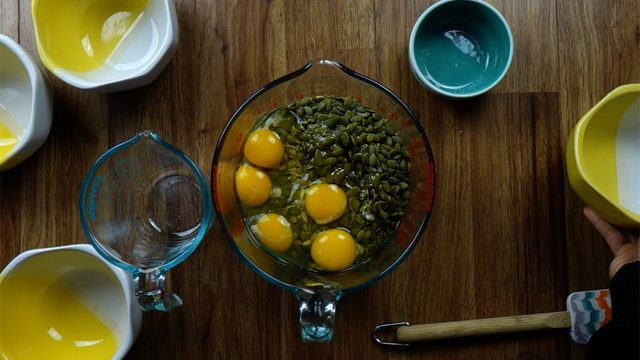 دستور تهیه نان تخمه و آجیل