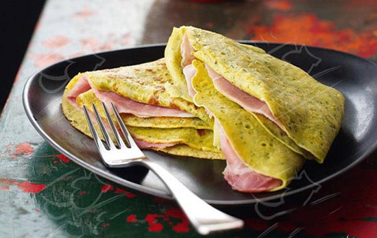 طرز تهیه کرپ پستو با کالباس ، این صبحانه محبوب آخر هفته ها است