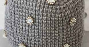 decorating1 simple2 knit2 hat1 310x165 - آموزش تصویری تزیین کلاه بافتنی به روش دوخت نگین