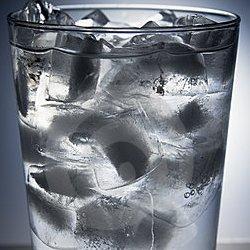 20357eb5 ca2a 49a3 83bd 42d43c794f29 - افزایش طول عمر با نوشیدن آب به روش ژاپنی ها