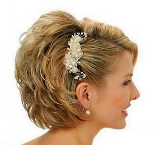 مدل موی مجلسی کوتاه با تزئین گل سر