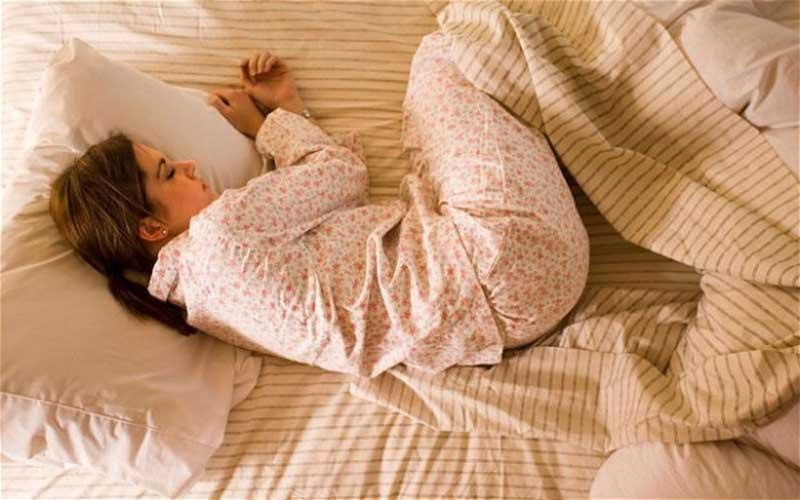 مدل خوابیدن جنینی