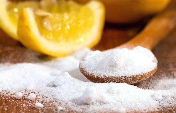 پاک کردن تاتو ابرو با نمک