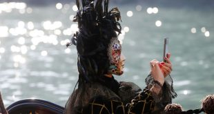 venice 8 310x165 - جشن ماسک ها در ونیز با تم Blame the moon