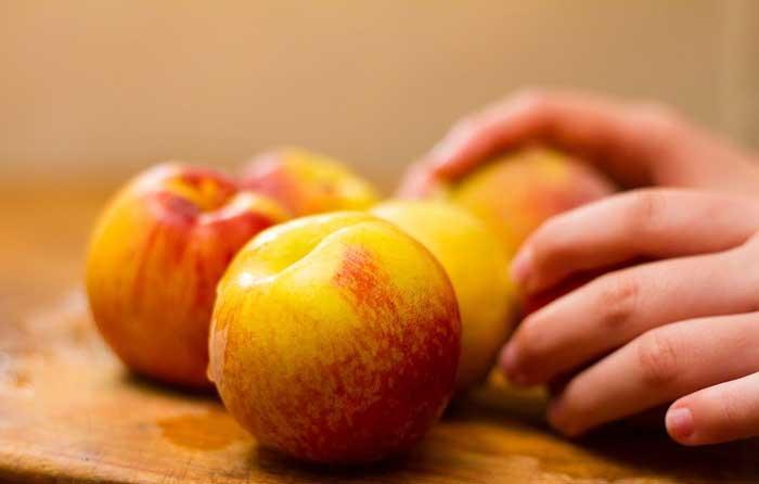 طرز تهیه انواع ترشی هلو