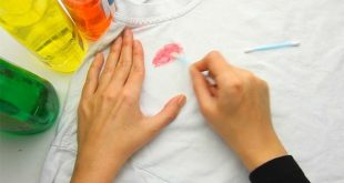 lipstick 2 1 310x165 - راه های پاک کردن لوازم ارایش از روی لباس