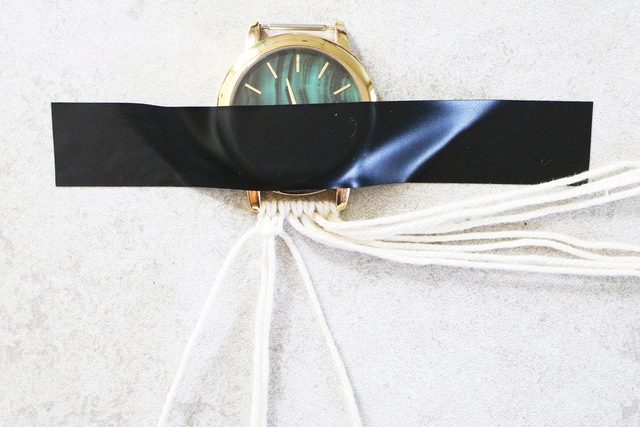 watch 13 - آموزش تصویری بافت بند ساعت با کاموا