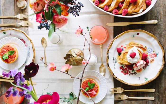 ۲۰ مدل تزیین میز صبحانه عروس