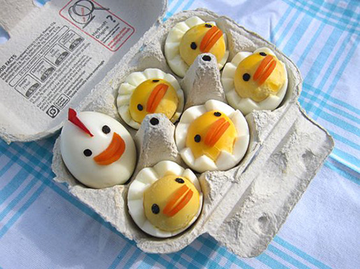عکس تزیین تخم مرغ پخته به شکل جوجه