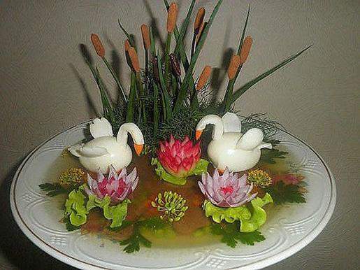 عکس تزیین تخم مرغ پخته به شکل قو
