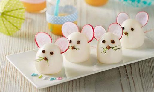 عکس تزیین تخم مرغ پخته به شکل موش