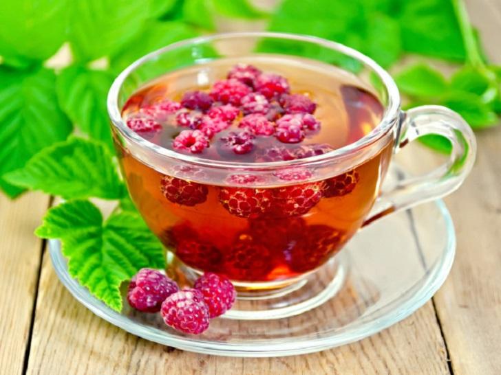 2 raspberryleaftea 1 - مواد غذایی مفید برای خانمها