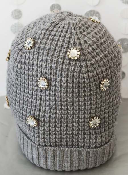 decorating1 simple2 knit2 hat1 - آموزش تصویری دو مدل تزیین کلاه بافتنی
