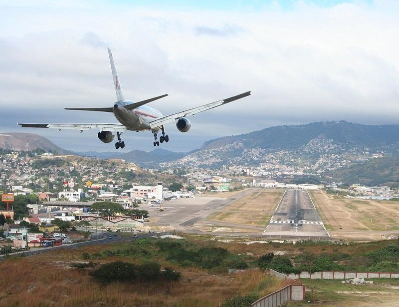 10 Most Dangerous Airports In The World 005 - خطرناکترین باندهای فرودگاه جهان