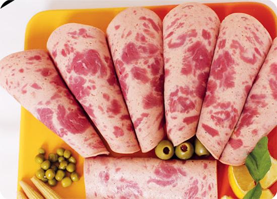 2384849 115 - آموزش درست کردن کالباس گوشت و مرغ در خانه
