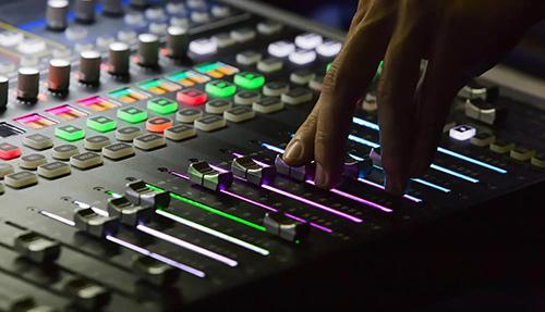 2560689 375 - دیپ فیک صوتی چیست؟معایب و مزایای تکنولوژی دیپفیک صوتی